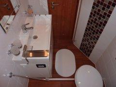 Waschraum und WC, achtern