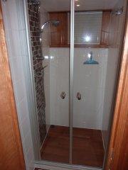 Separate großzügige Dusche